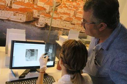 La Palma avanza en la conservación y digitalización del fondo fotográfico de Miguel Brito