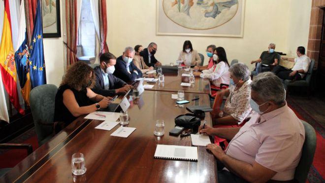 Franquis se compromete con el Cabildo de La Palma y ayuntamientos a adquirir cerca de 200 viviendas prefabricadas