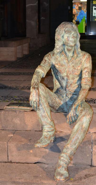 Homenaje escultórico al poeta Félix Francisco Casanova