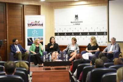 """Victoria López: """"Queda por incorporar a más mujeres a puestos directivos y aprender también a promocionarnos mejor"""""""
