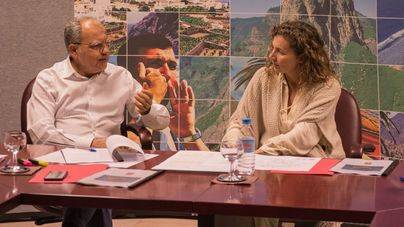 Reunión para discutir las obras públicas en la Isla