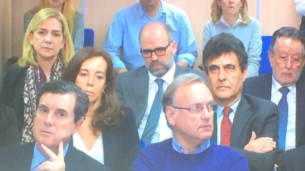 La Infanta Cristina presenta un semblante serio en el banquillo de los acusados