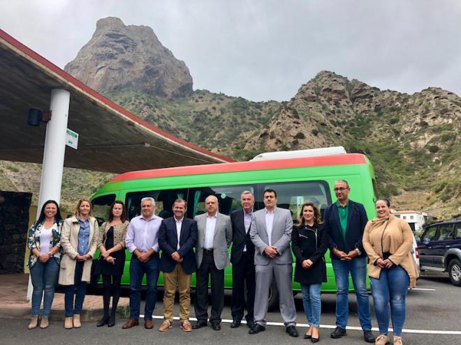 La nueva ruta de GuaguaGomera que conecta Vallehermoso y Valle Gran Rey oferta más de 700 plazas semanales