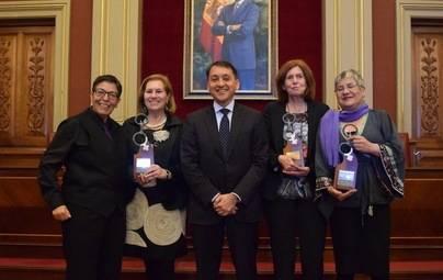 Santa Cruz rinde homenaje a tres escritoras
