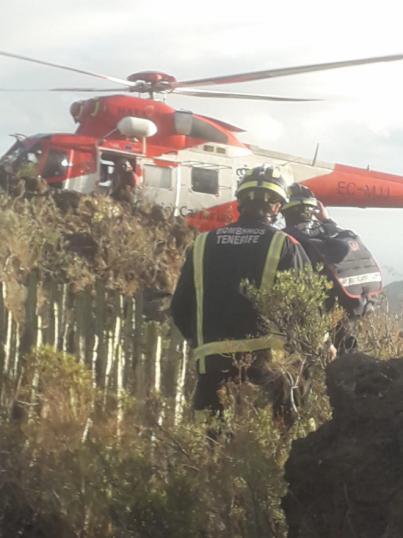Bomberos de Tenerife rescata a un hombre que intentaba suicidarse en un barranco de Arona