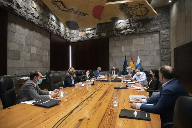 Canarias dejará de pedir la prueba negativa de COVID-19 a viajeros nacionales vacunados
