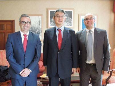 Anselmo Pestana y el alcalde de Santa Cruz de La Palma reciben la visita del cónsul de Japón en Canarias