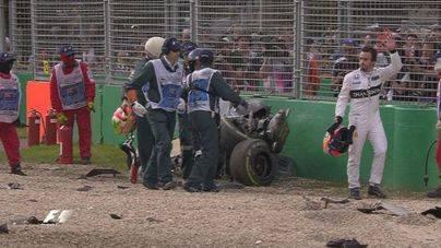 Espectacular accidente de Alonso en la primera prueba del Mundial