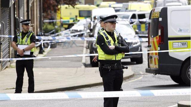 Policías británicos en la zona dónde sucedieron los hechos