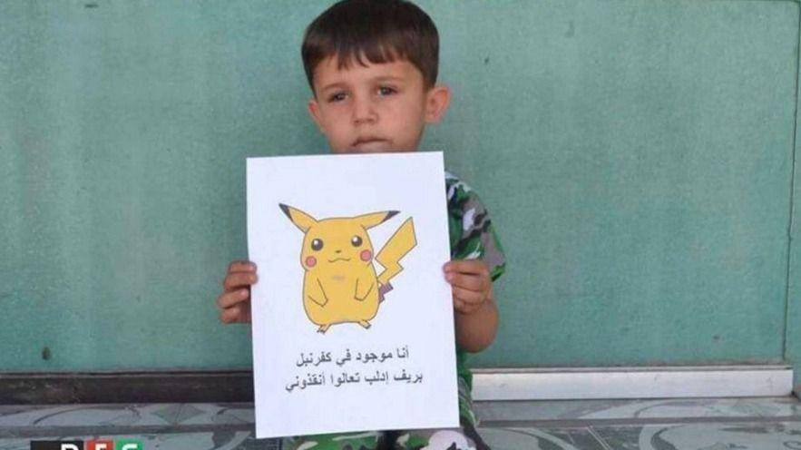 Niños sirios posan con Pokémon para 'que les rescaten'