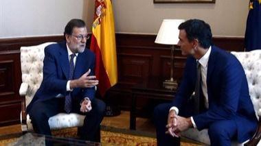 Sánchez traslada a Rajoy su 'No' a la investidura en una reunión de 25 minutos
