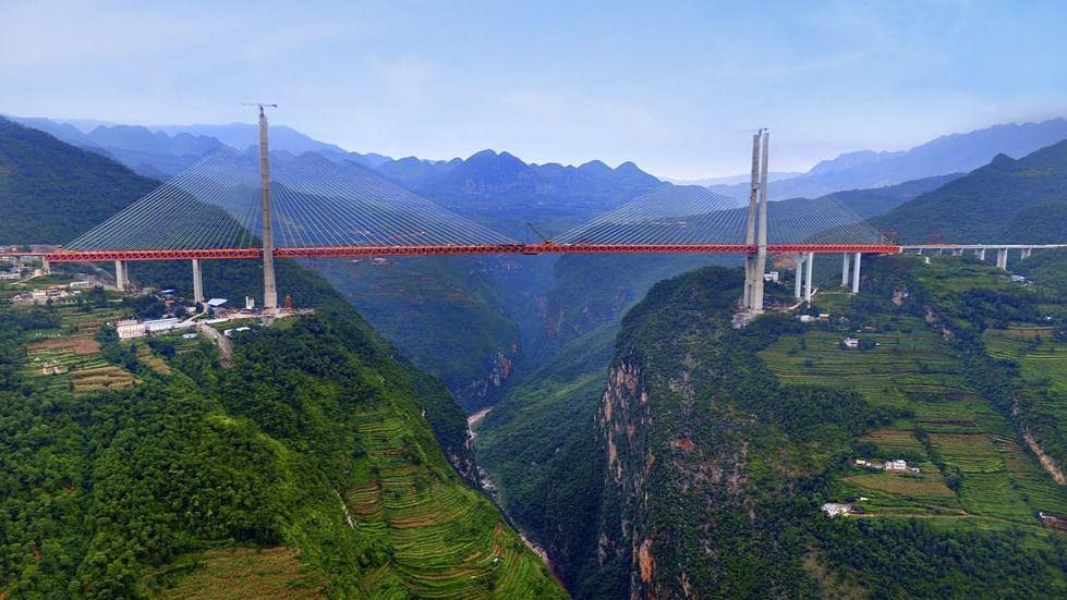 Abre al tráfico el puente más alto del mundo