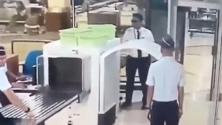 Despedido un piloto borracho antes de despegar
