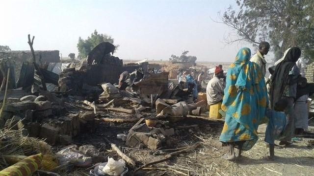 100 muertos en un bombardeo contra un campamento de desplazados