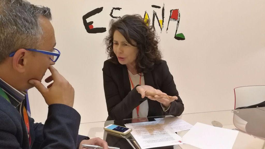 Matilde Asían atiende a mallorcadiario.com en Fitur