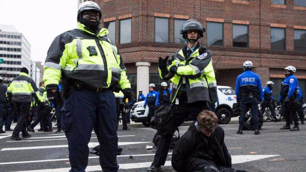 Más de 200 detenidos por los altercados durante la investidura de Trump