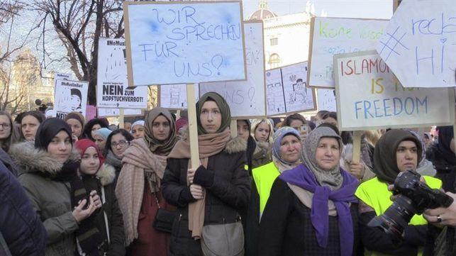 Protesta en Viena por la prohibición del velo entre las funcionarias