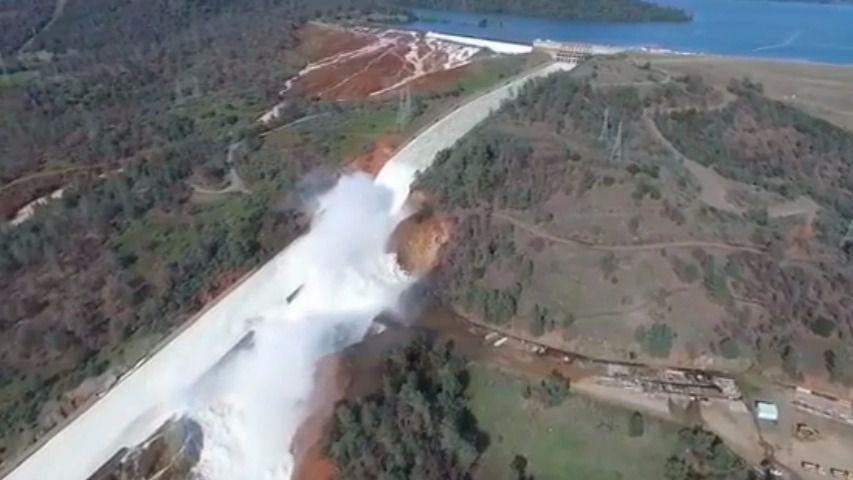 200.000 evacuados en California por el colapso de una presa