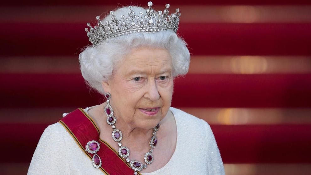Isabel II firma la ley del 'brexit'