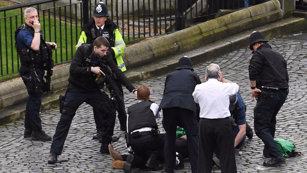 7 detenidos y redadas en Inglaterra tras el atentado de Londres