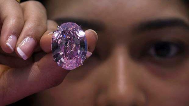 La subasta de un diamante rosado puede batir todos los récords de Sotheby's