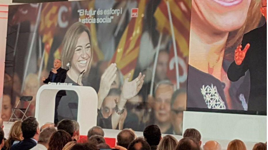 Multitudinario homenaje a Carme Chacón en Barcelona