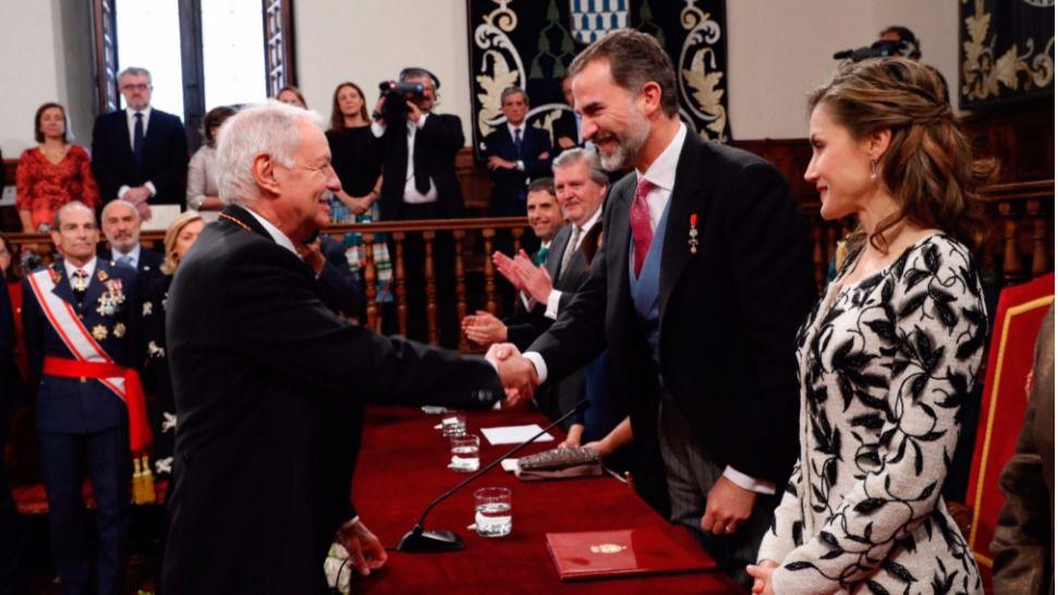 Eduardo Mendoza recibe el Premio Cervantes 2016 por su obra 'Teatro Reunido'