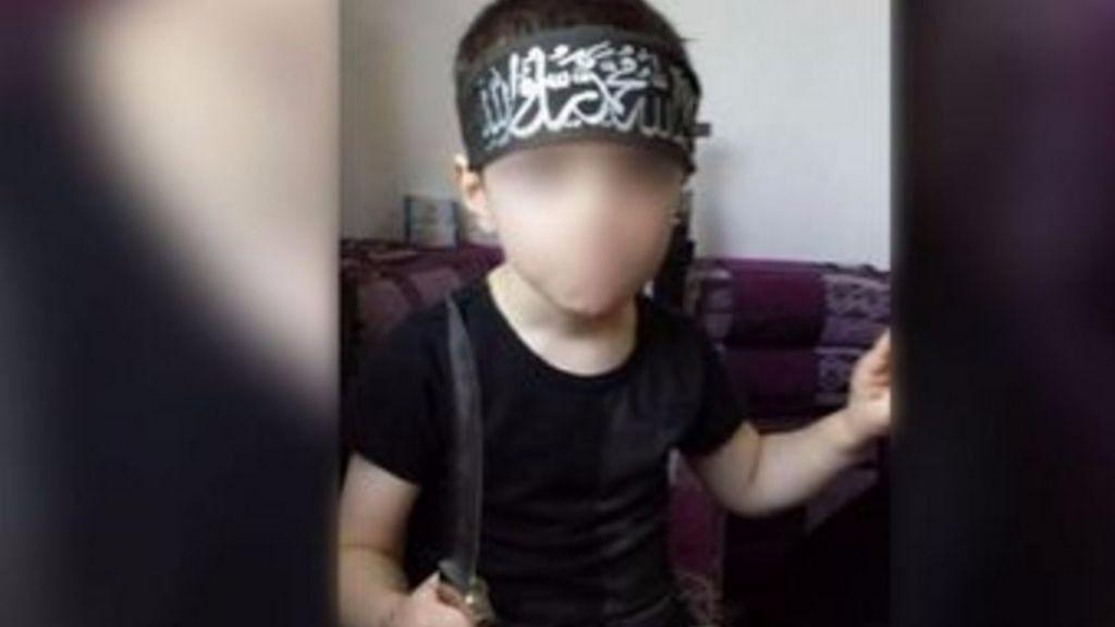 El hijo de un yihadista amenaza con asesinar australianos con un cinturón de explosivos