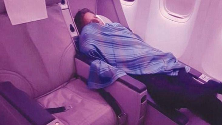 Despedido un piloto por echarse una siesta durante un vuelo