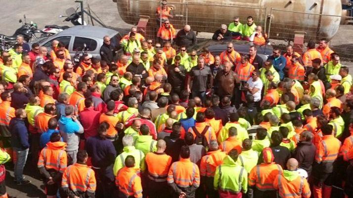 Los estibadores mantienen la huelga porque no se garantiza el empleo