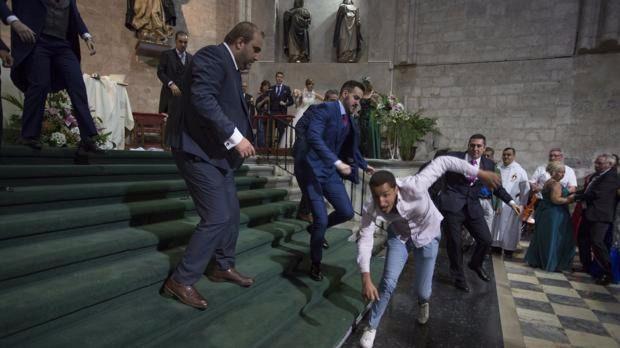 Un hombre obliga a parar una boda católica al grito de