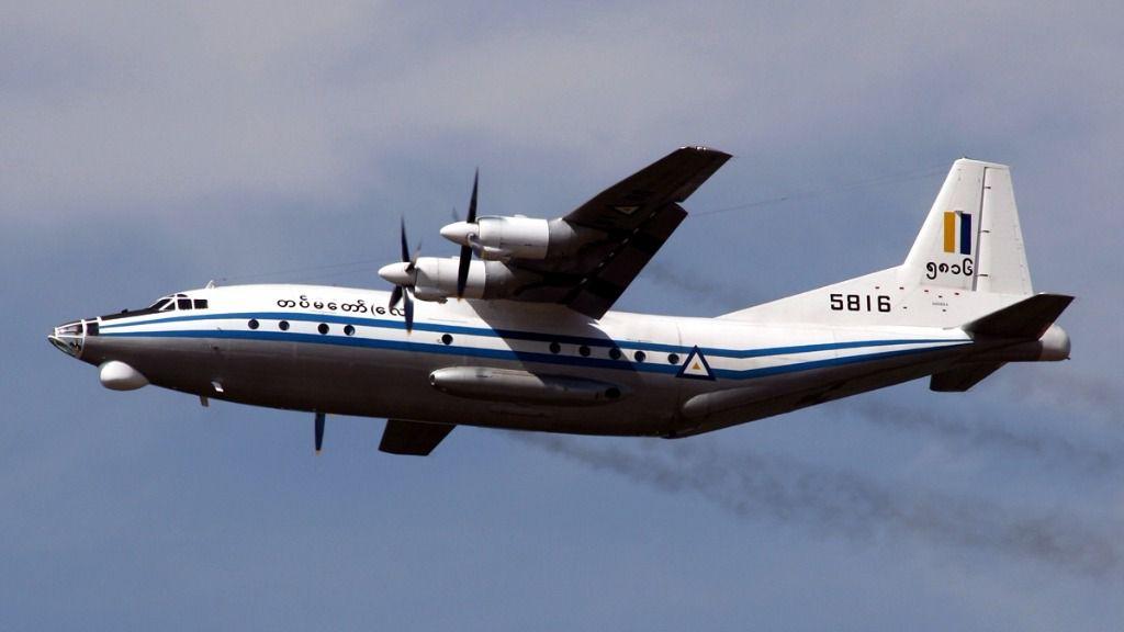 Desaparece un avión militar de Myanmar con 104 personas a bordo