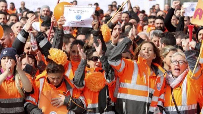 De la Serna dice que la huelga de la estiba 'ya se ha cobrado empleos'