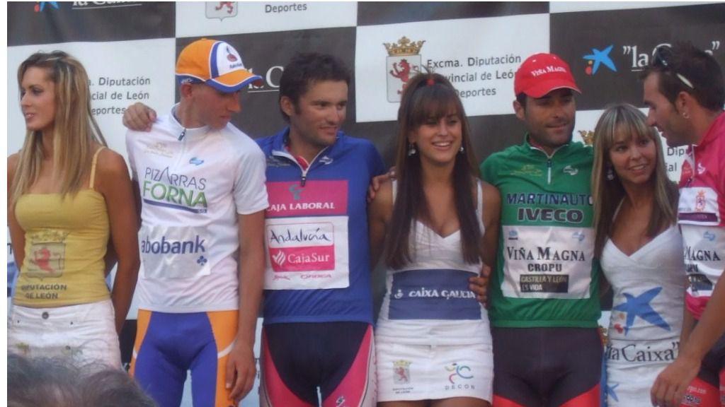 La Vuelta a España con azafatos masculinos y sin besos de azafatas