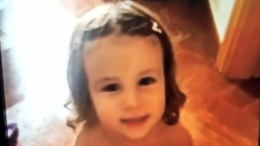 Lucía, la niña de Málaga, fue grabada andando sola por las vías del tren