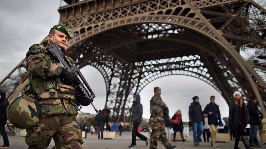 Seis militares de antiterrorismo, arrollados por un vehículo en París