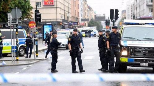 Acuchilla a varios policías en una plaza de Estocolmo
