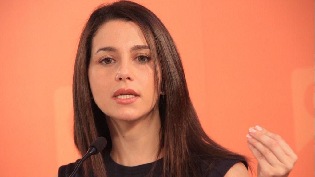 La despiden por desear que 'violen en grupo' a Inés Arrimadas