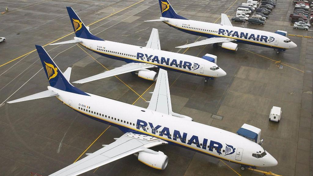 Ryanair reducirá la tarifa de facturación por maleta pero limita subir 2 bultos