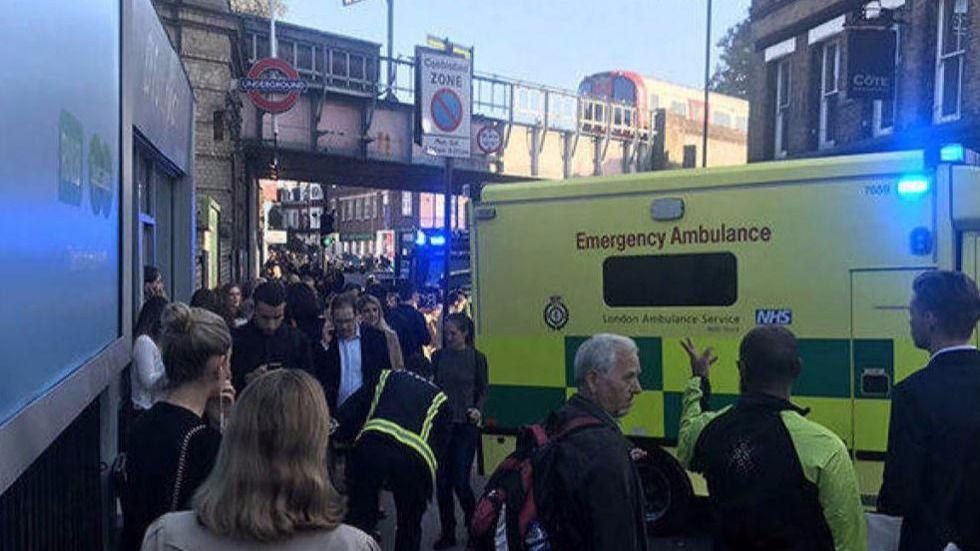 La Policía investiga la explosión en el metro de Londres como 'ataque terrorista'