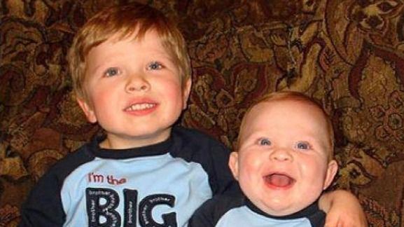 Los hermanos pequeños son más divertidos y calmados que los mayores