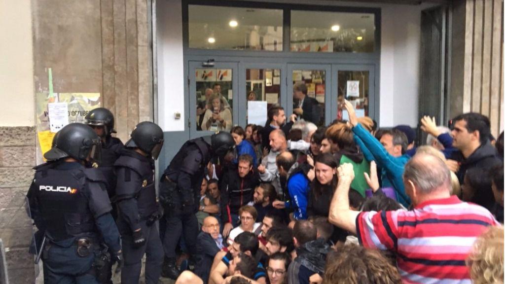 La Policía y la Guardia Civil se despliegan en los centros electorales