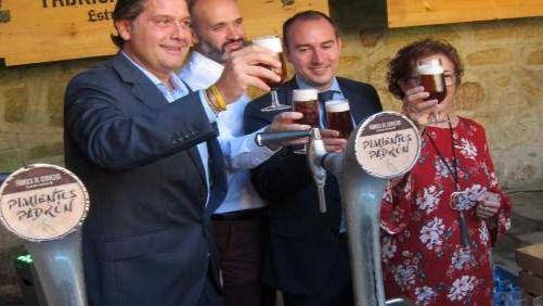 Estrella Galicia lanza una cerveza elaborada con pimientos de Padrón