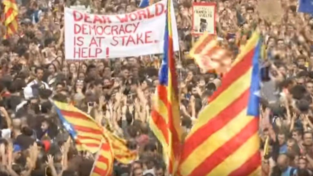 Miles de personas se manifiestan en Cataluña tras la huelga general