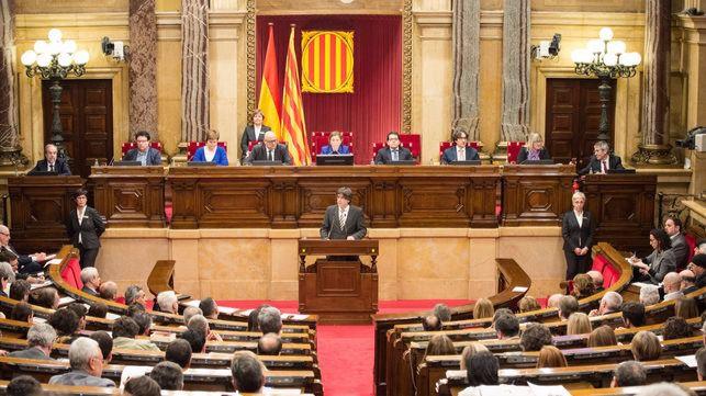 El Parlament se reúne para aprobar 'el mandato popular' del referendum que acerca la DUI
