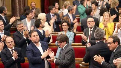 El Parlament aprueba crear la república catalana y declarar la independencia