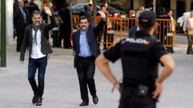 El compañero de celda de Jordi Sánchez se cambia harto de la 'matraca' soberanista