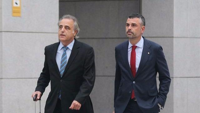 Santi Vila y su abogado este jueves en la Audiencia Nacional