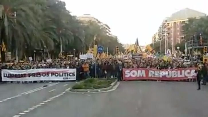 Masiva manifestación en Barcelona por la libertad de los exconsellers y de los 'Jordis'