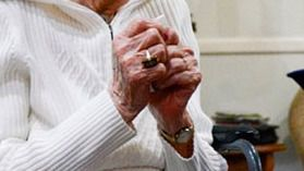 Detenidas una madre y su hija por pegar a la abuela de 90 años